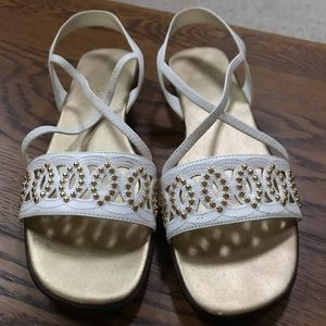 Laura Scott Sandals White with Gold sz 8 with box